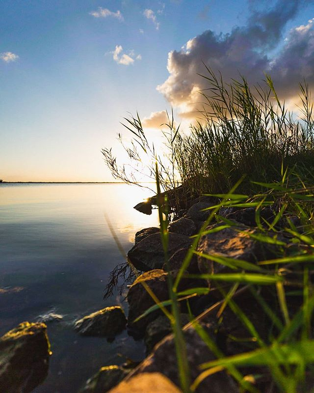 into the mystic. 2019. 5Diii / 16-35 f2.8  #florida #lovefl #floridalife #roamflorida #pureflorida #visitflorida #fl #melbournefl #spacecoast #lakewashington #canon5dmarkiii #canonusa #canon_photos #canonphotography #canon #sunset_pics #sunsets #sunsetlovers #skylovers #skyporn #1635mm #landscapephotography #landscape_lovers #landscape #cloudporn #lake #shore