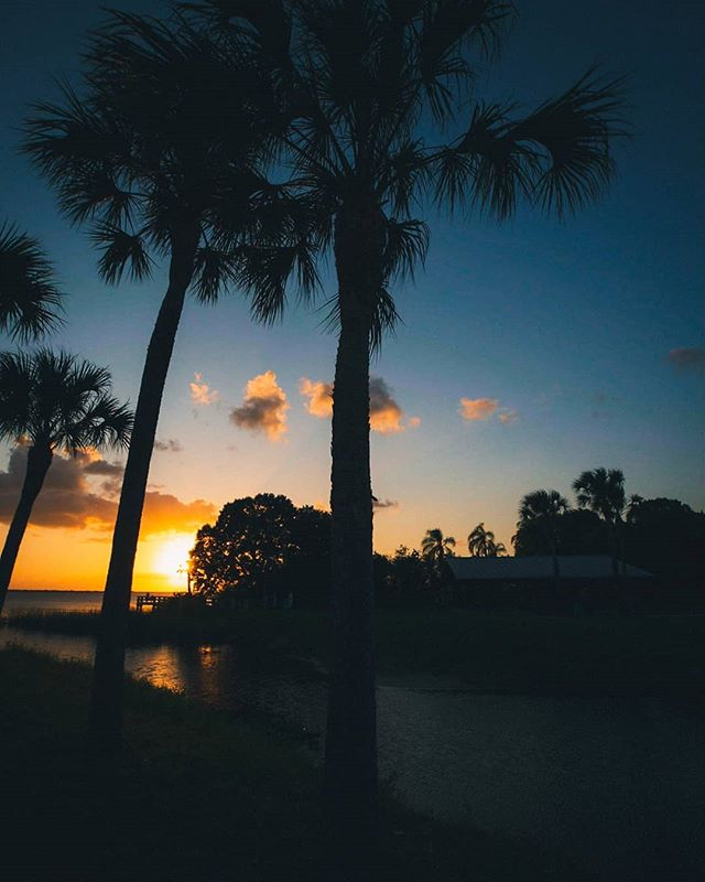 get those florida feels. 2019. 5Diii / 16-35 f2.8  #canon #5diii #sunsetlovers #sunsets  #sunsetporn #skylovers #sunset_pics #landscapephotography #landscapelovers #mothernature #water #outdoorphotography #naturephotography #skyporn #skylovers #instasky #florida #lovefl  #floridalife #roamflorida #pureflorida #visitflorida #fl #melbournefl #spacecoast #loveflorida #sunshinestate #saltlife #floridafeels