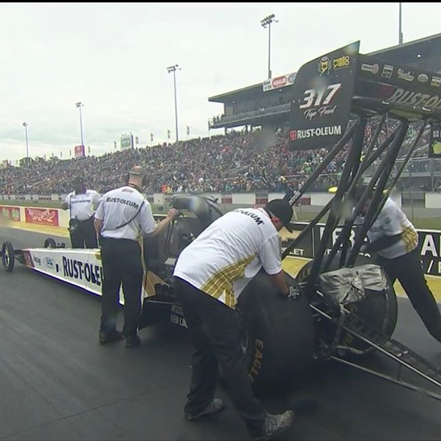 It was a pedalfest but we got the E1 win light against Scott Palmer! On to Rd. 2! #NHRA