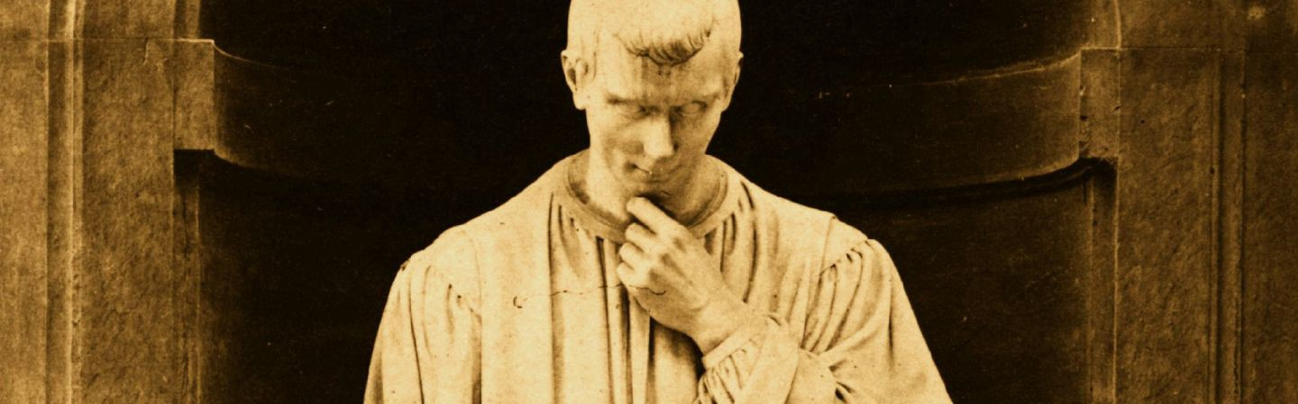 A statue of Machiavelli (Credit: Hulton Archive/Getty Images)