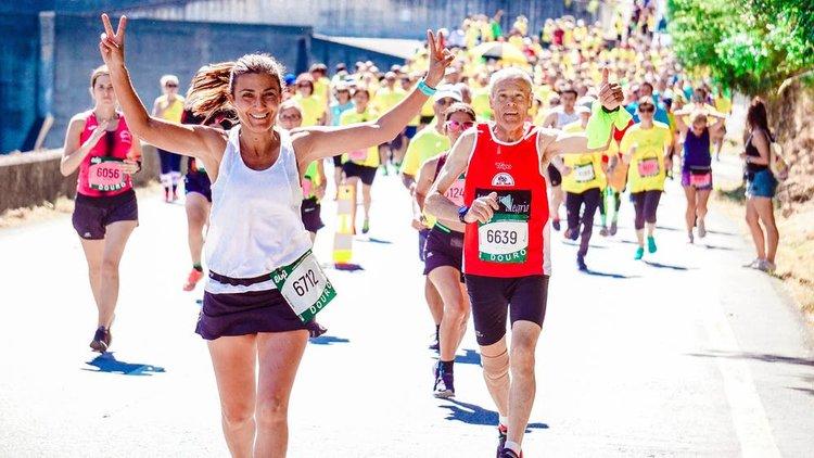 running-women-outside-enjoy-training.jpeg