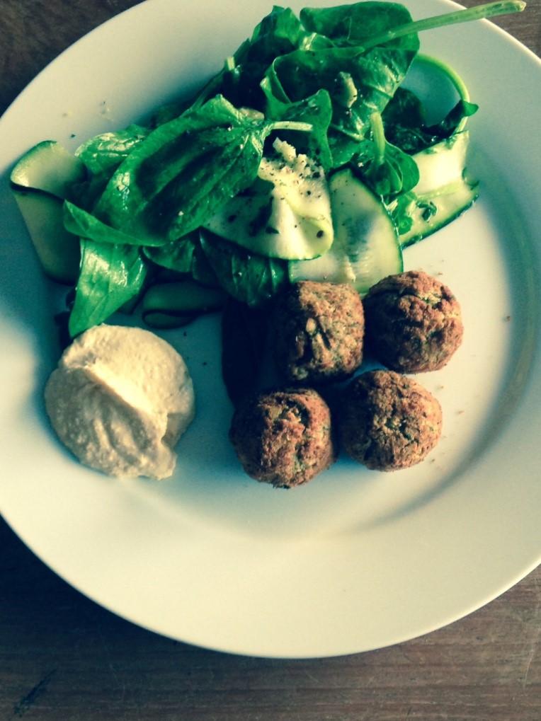 falafal-courgette-salad-mealinminutes-fastfood.jpg