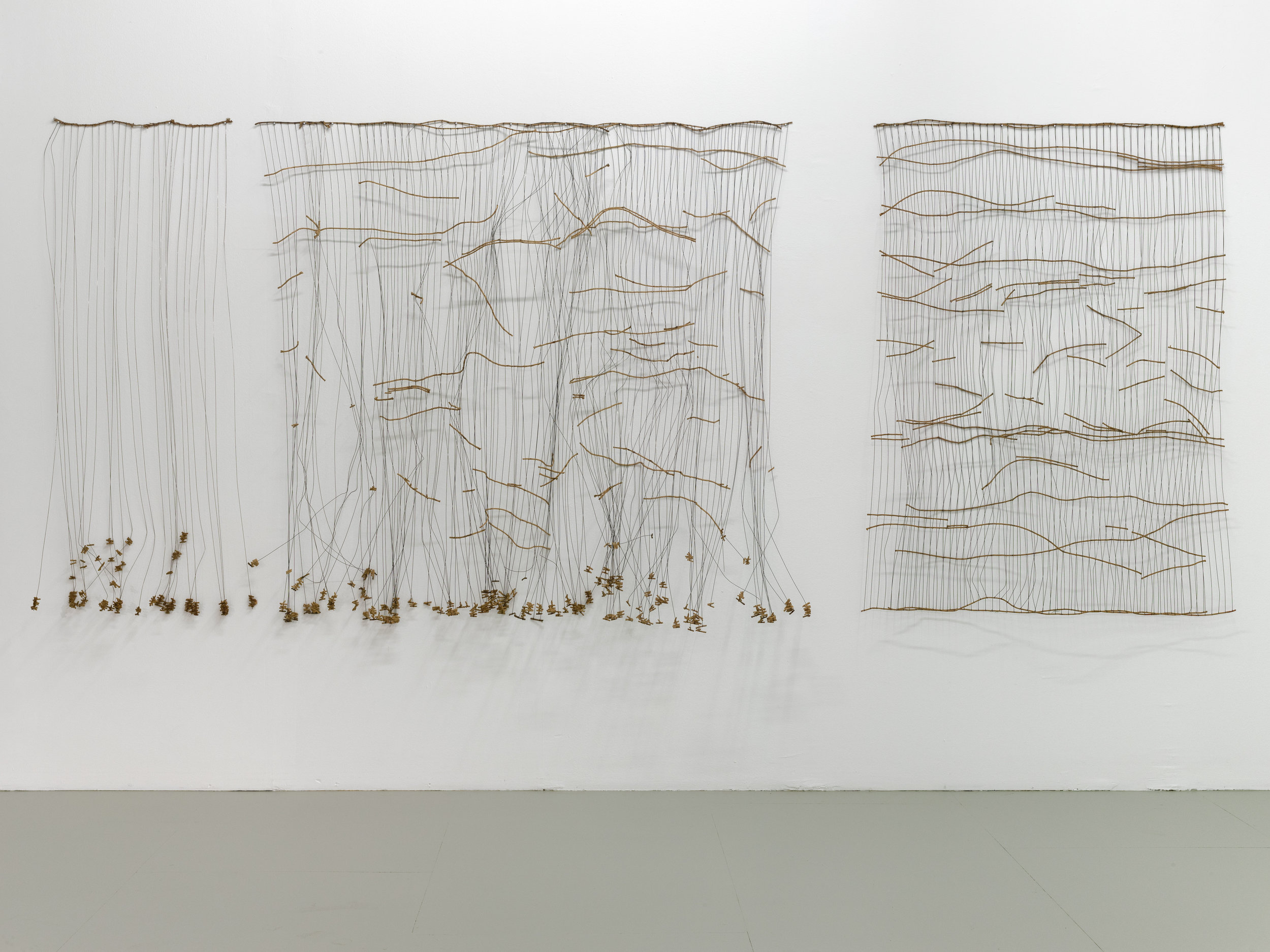 Vue de l'exposition de Bronwyn Katz, «  A silent line, lives here »