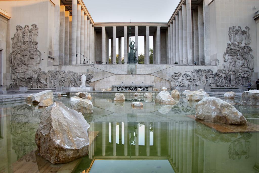 """Vue de l'installation de Rodrigo Braga, """"Mer intérieure"""". Palais de Tokyo."""