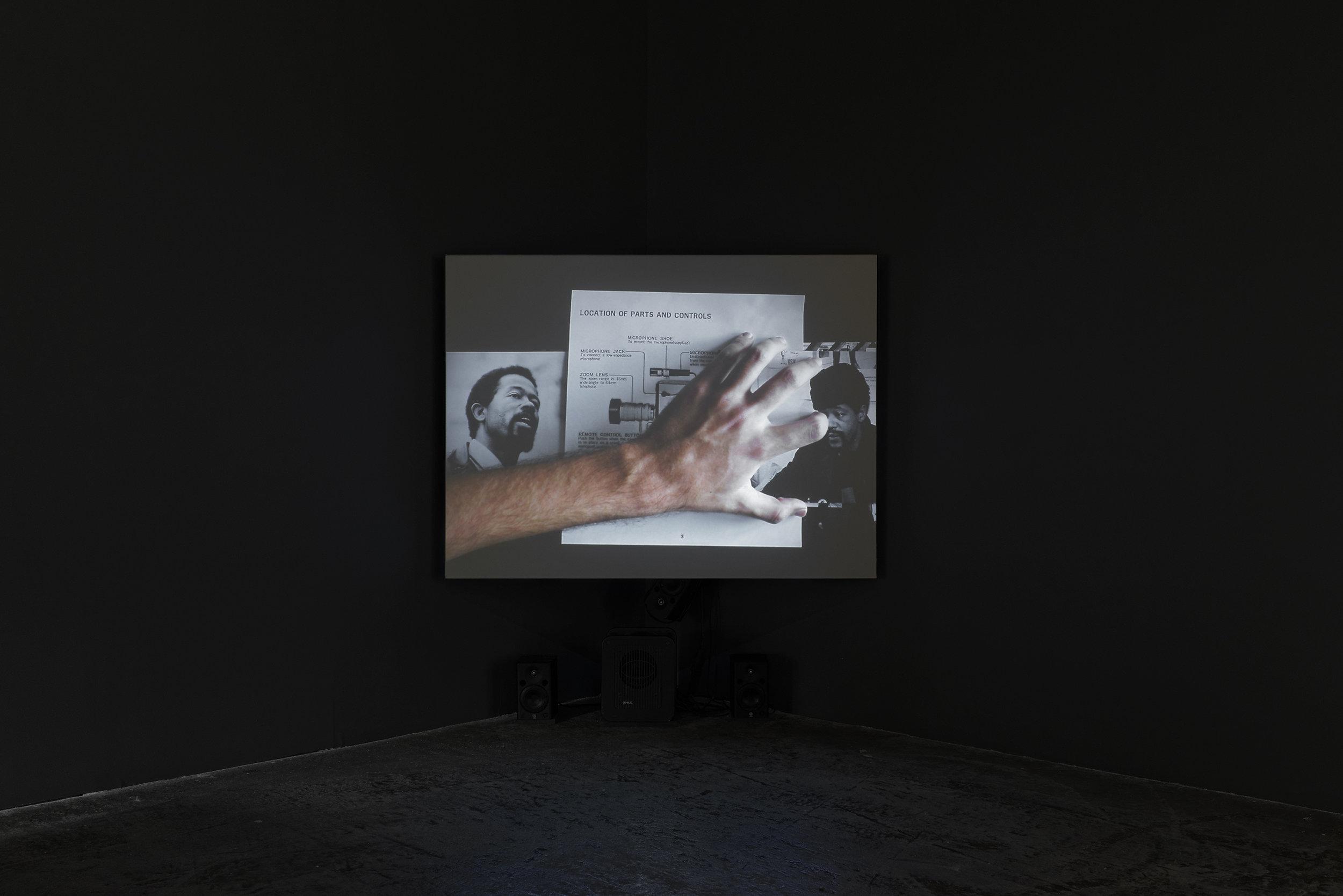 """Vue de l'exposition de Bouchra Khalili """"Foreign Office"""", Palais de Tokyo."""