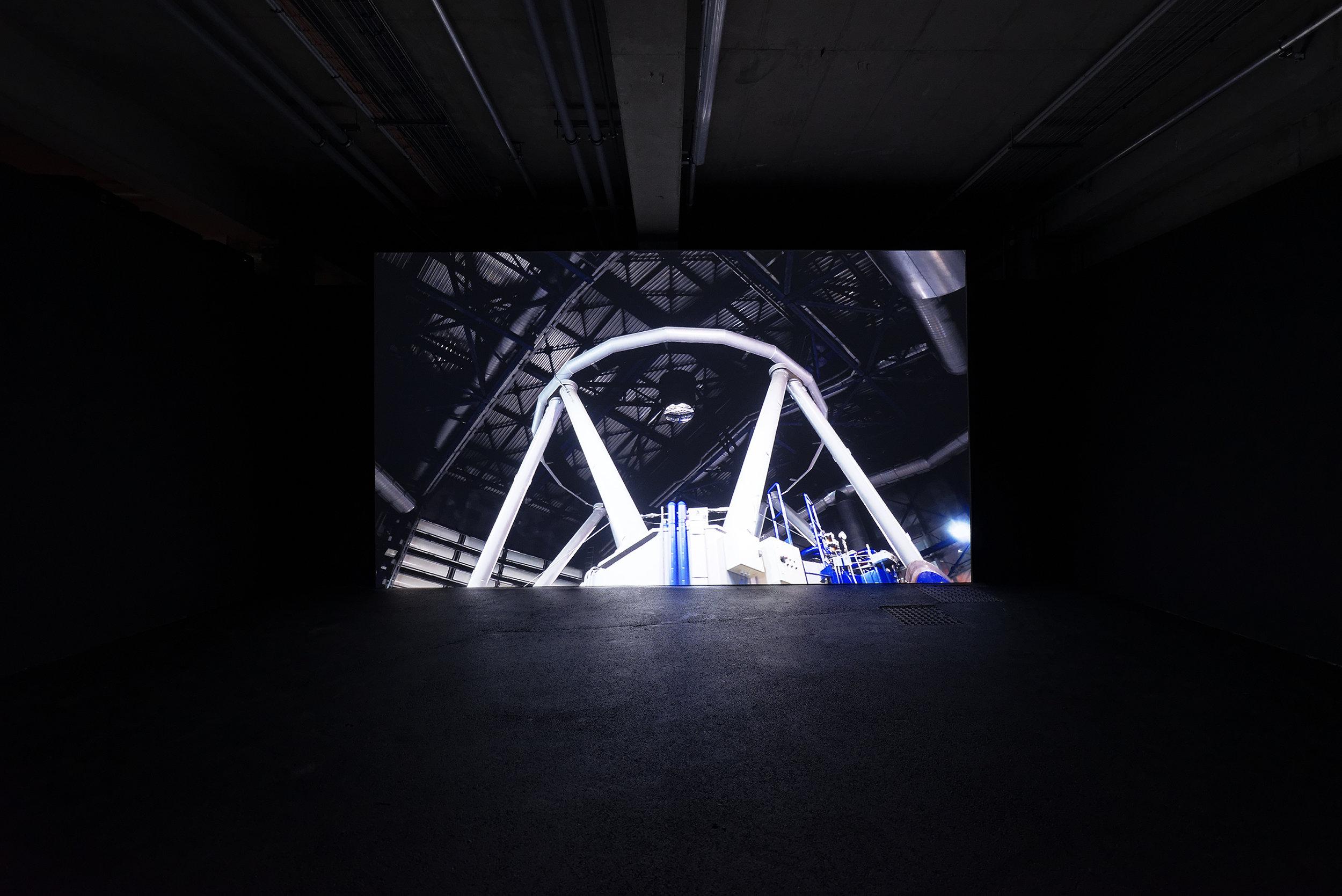 """Vue de l'exposition de Angelika Markul, """"Terre de départ"""". Palais de Tokyo."""