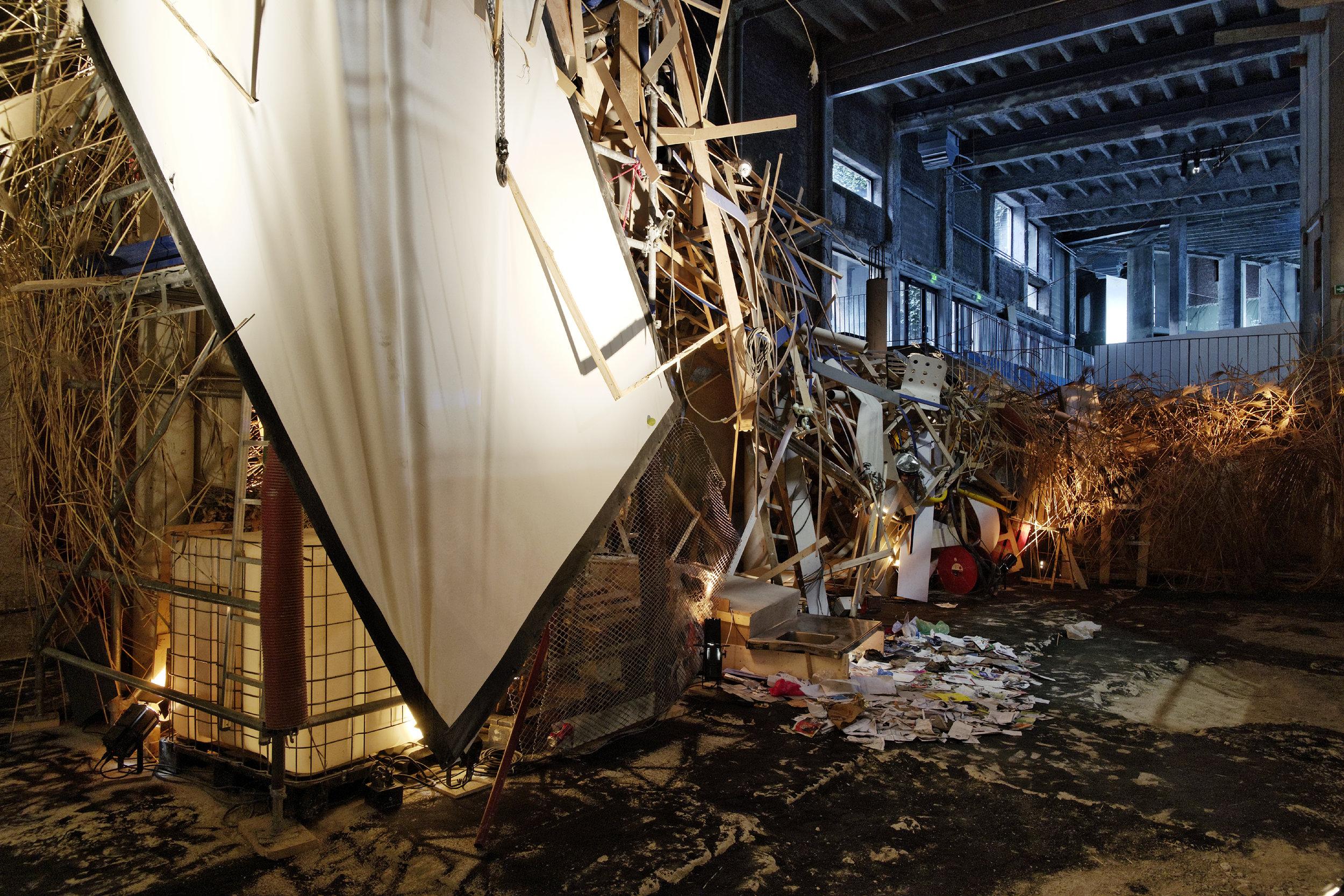 "Vue de l'exposition de Asim Waqik, ""Bordel Monstre"". Palais de Tokyo."