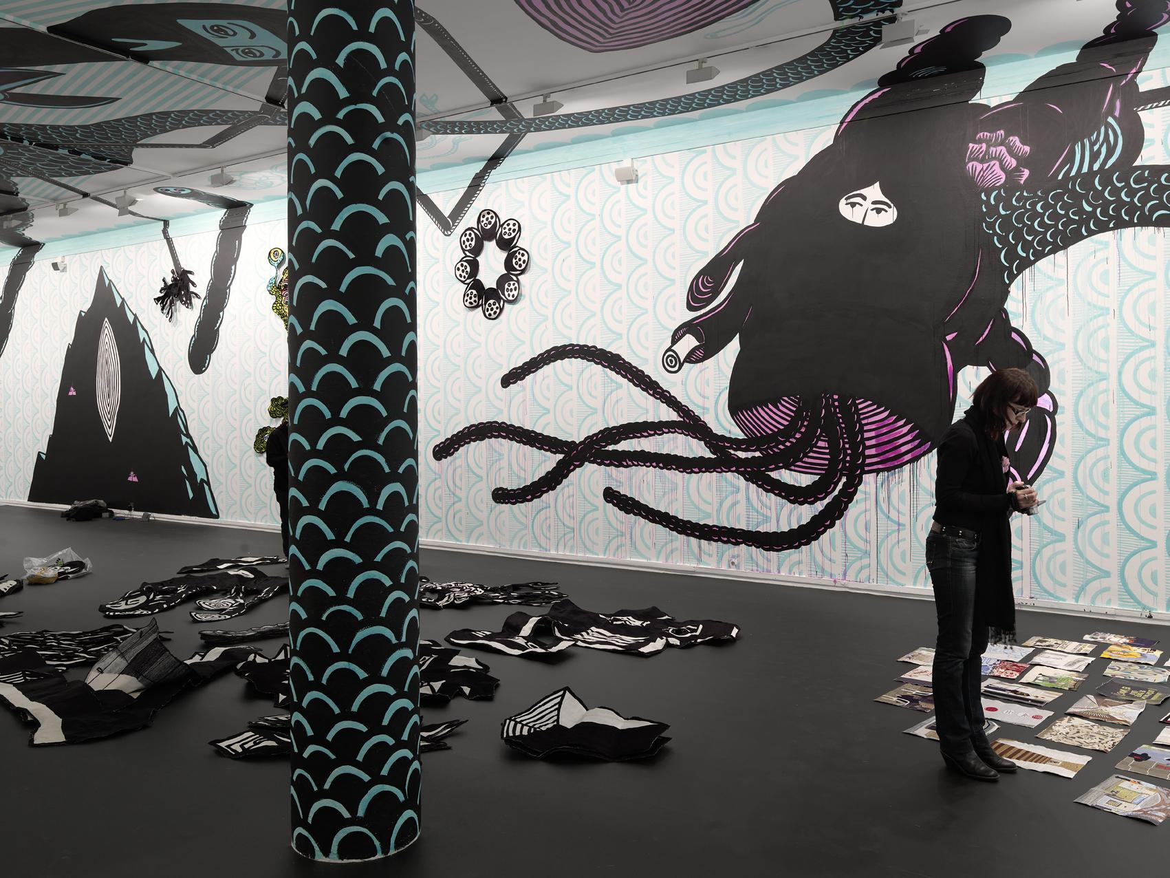 "Vue de l'exposition de Eko Nugroho, ""Témoin hybride"". MAMVP."