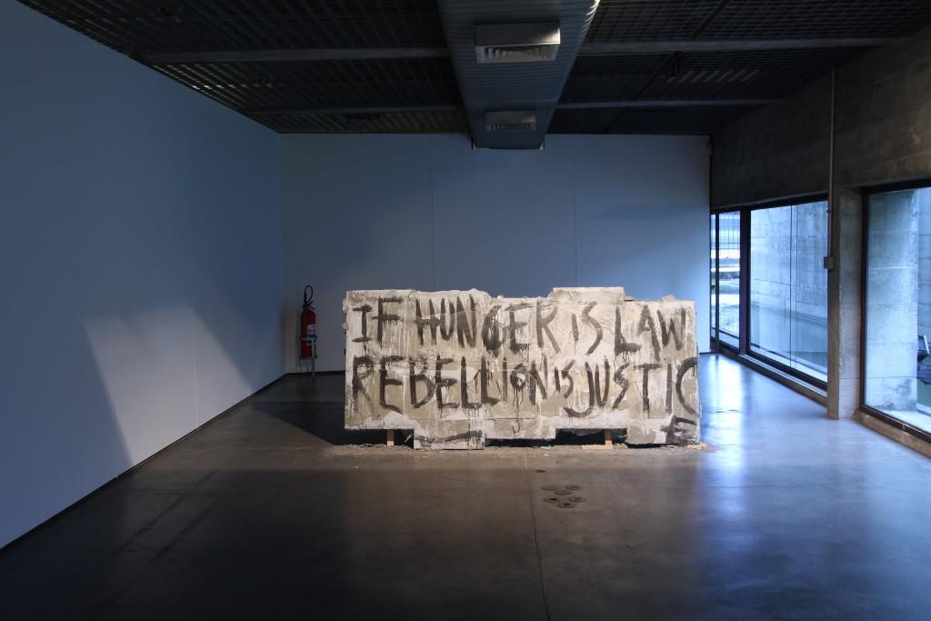 """Vues de l'exposition """"Destination Sud"""" au MuBE (2012)."""