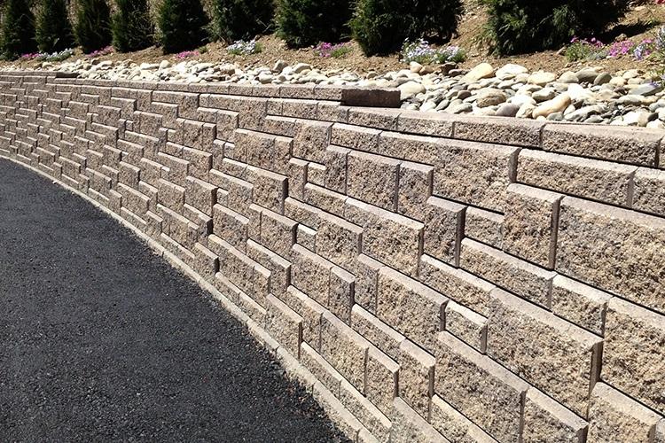 Top standard retaining wall in Halfmoon, NY