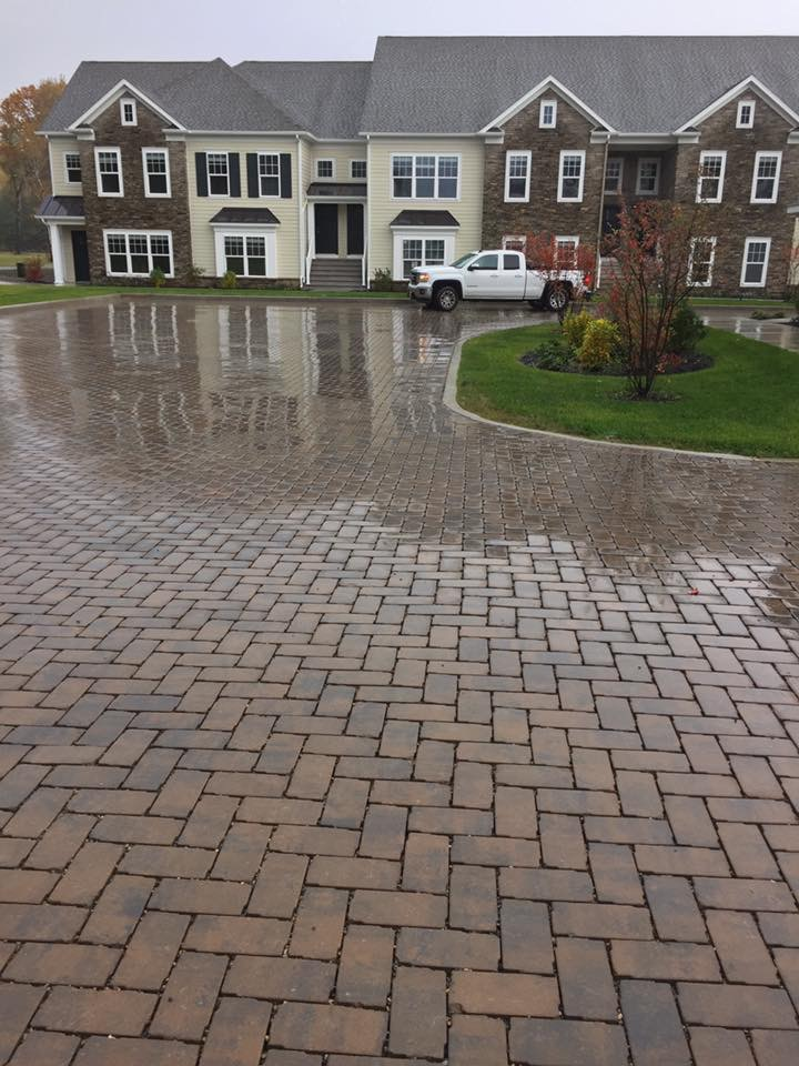 Commercial landscaping: top quality driveway in Halfmoon, NY