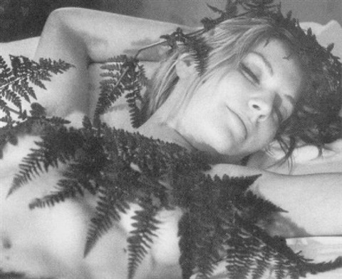 sanne-sannes-girl-with-ferns.jpg