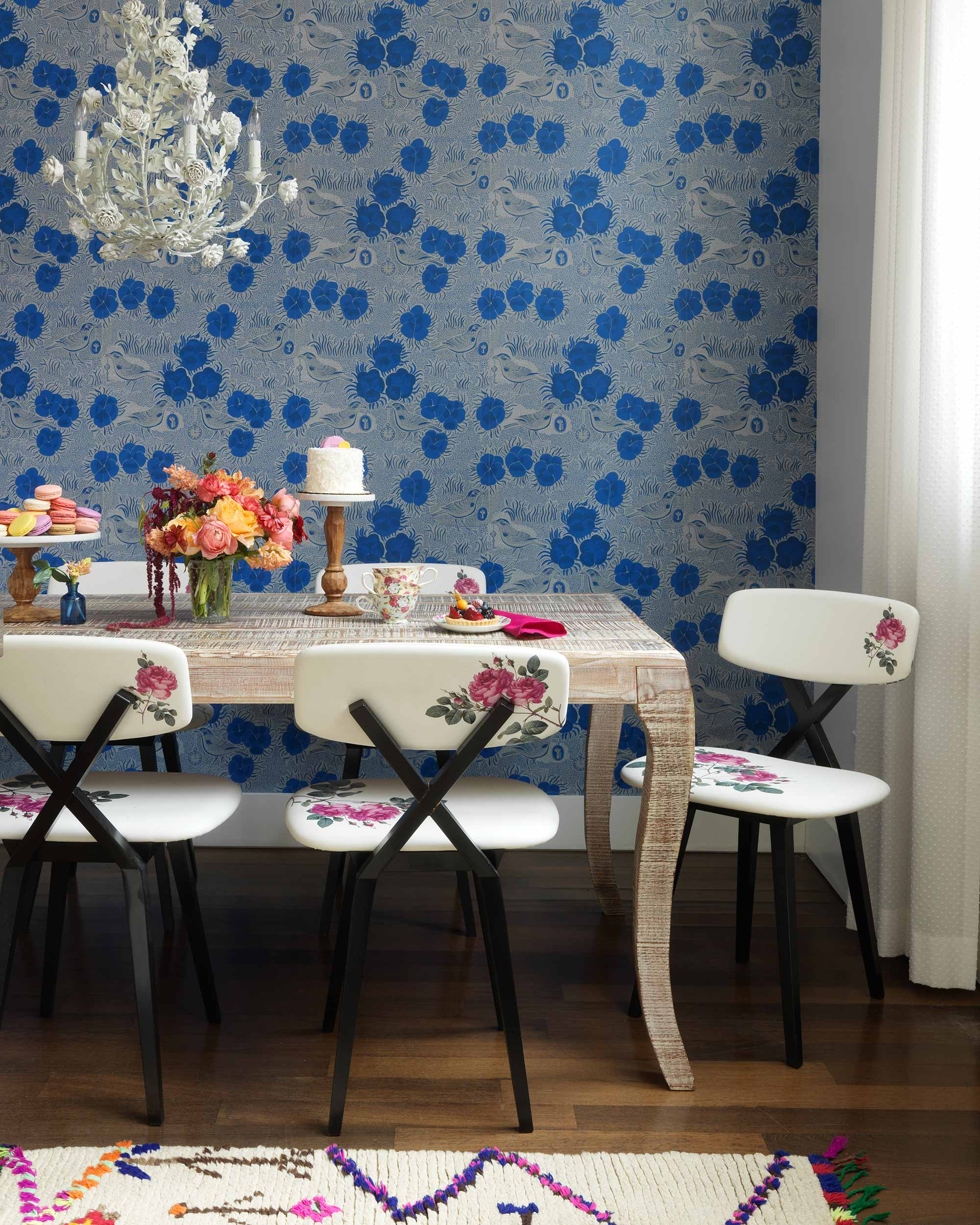 Dining_Room_wallpaper_chandelier_roses.jpg