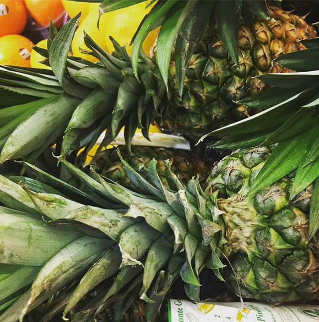 Pineapples are delicious and artistic too!  Oh and they are on sale for $2.99 each this week. . . . #bensonhurstmarket #grocery #shopping #food #savemoney #groceryshopping #groceries #supermarket #grocerystore #instagrocery #instafood #list #organic #specials #deals #ethnic #produce #deli #fresh #grocerylist #sale #pineapples #fruit #tropical #art #paintings