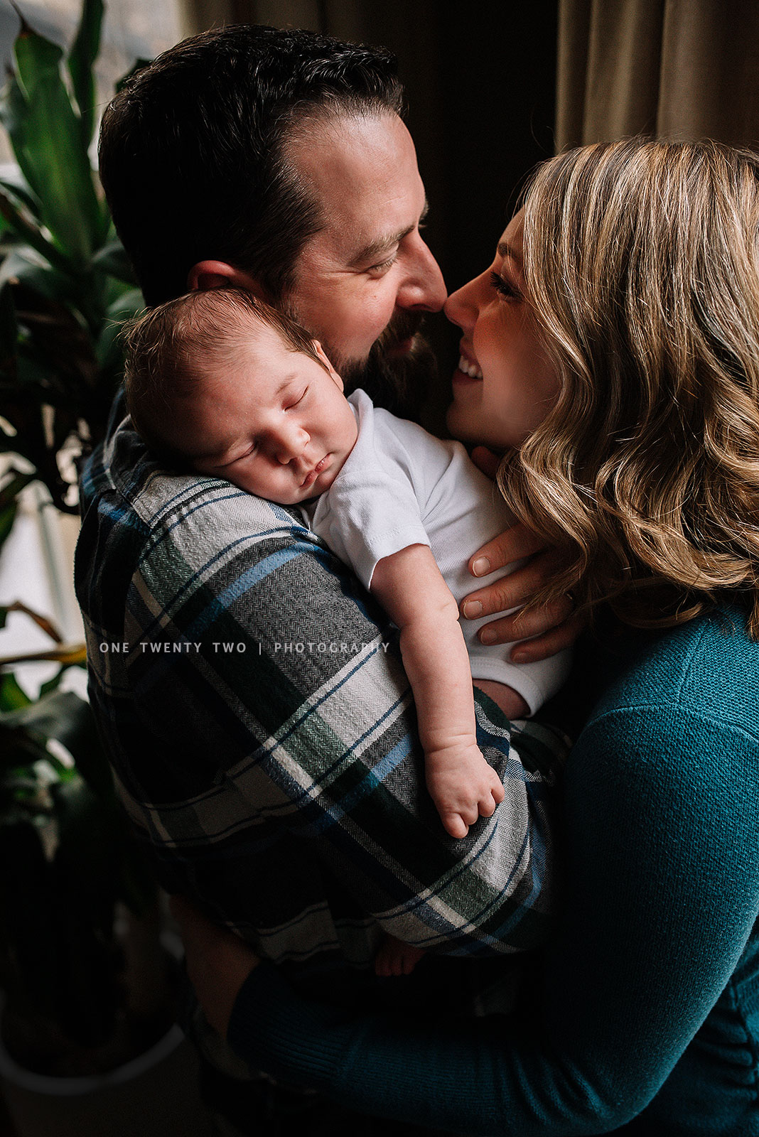 top-st-louis-indoor-newborn-portraits-family-of-three-one-twenty-two-photography.jpg