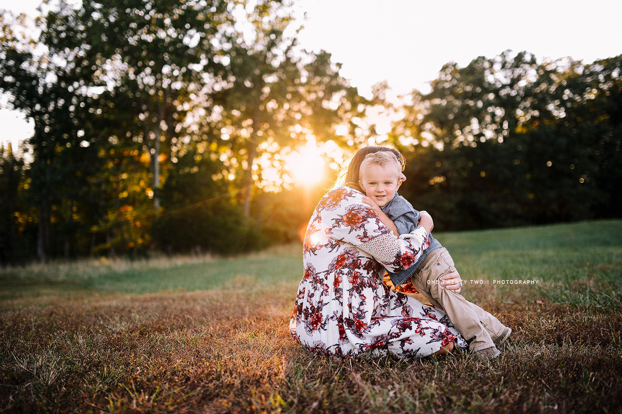 ladue-missouri-mom-hugging-toddler-at-sunset-one-twenty-two-photography.jpg