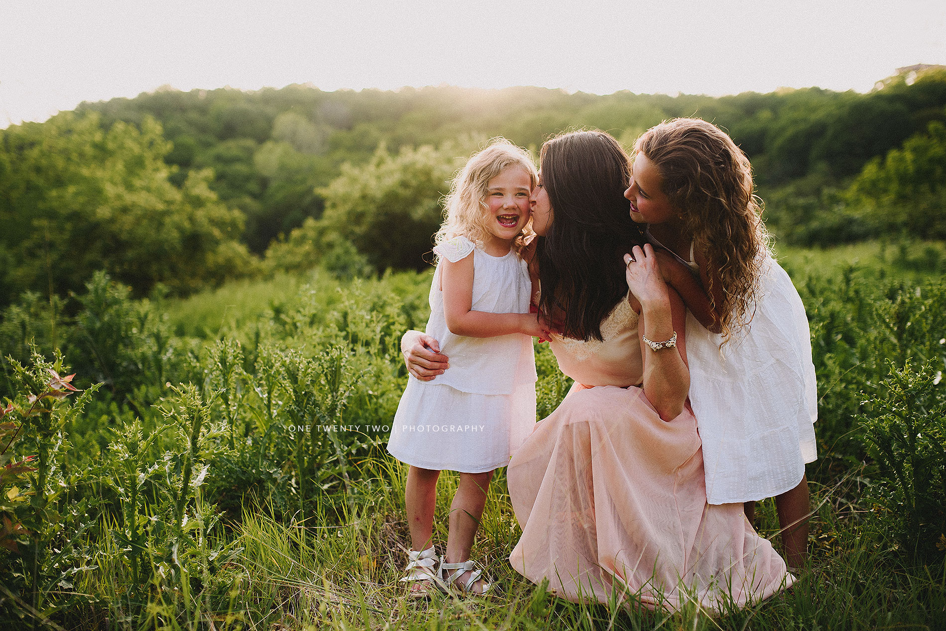 ladue-missouri-mom-and-young-daughters-in-summer-field-one-twenty-two-photography.jpg
