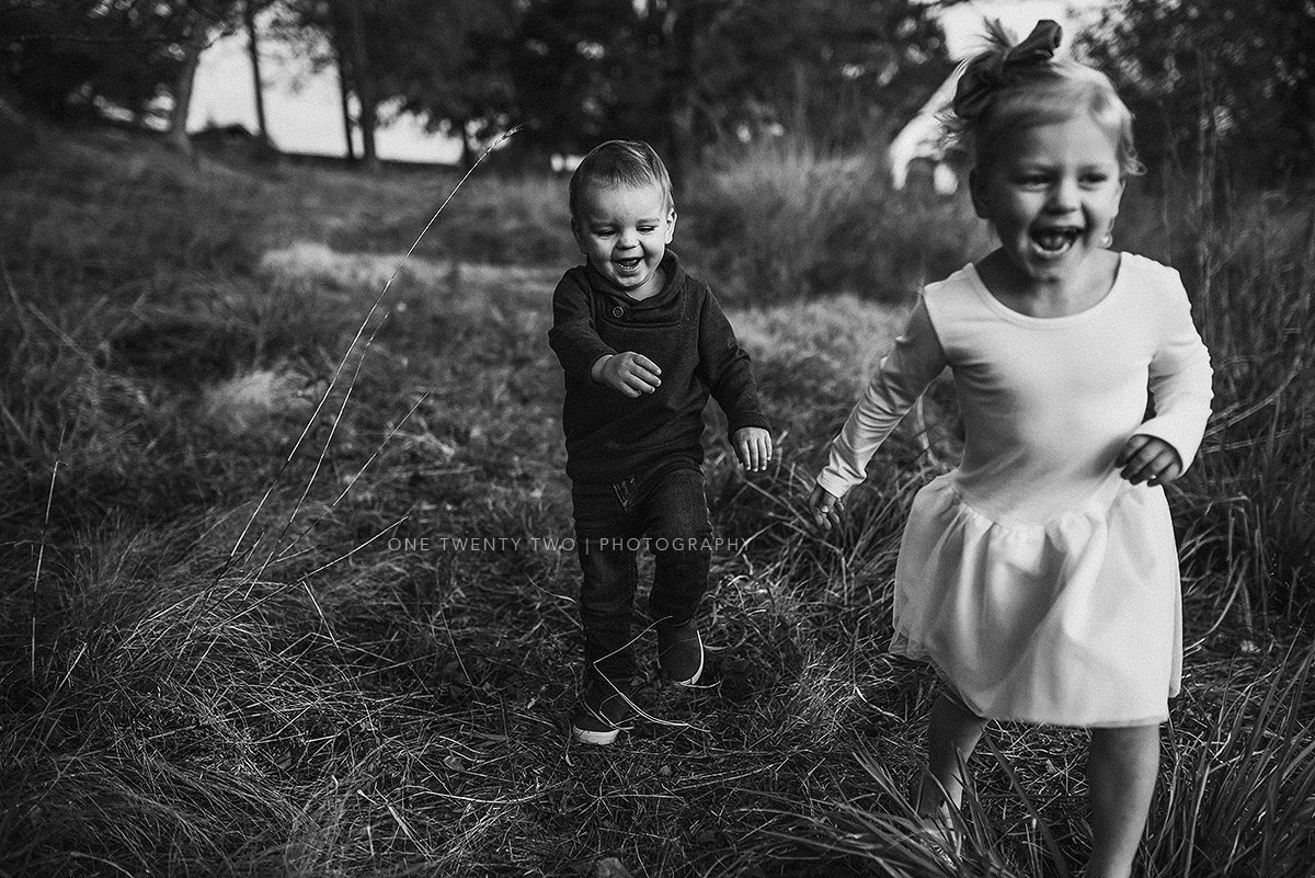 chesterfield-missouri-toddlers-running-fall-photo-one-twenty-two-photography.jpg