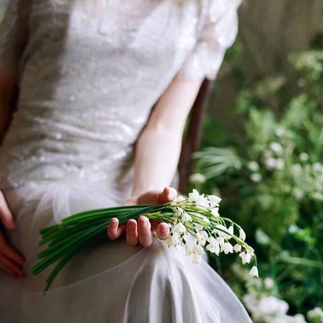 I want a field of these..........☀️from a recent shoot at the farm. @silviusjames  @sweeterfarms  @blacksweetraspberry  @reneebruhn_makeupartist  @thepairvisuals  @aunahjean  @elizabethdye . . . . #lilyofthevalley #flowers #flowerfarm #studio #silo #barn  #photoshoot #styling #farmhouse #vintage #washington #gorge