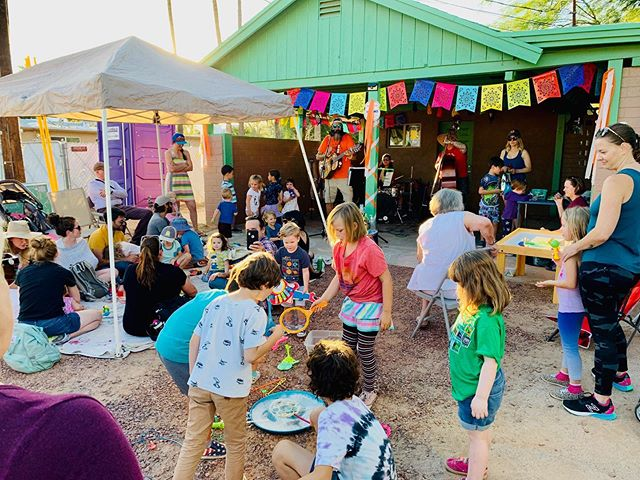 🌵Super fun jams today at the Garden District Porch Fest! What an awesome neighborhood!! 😁 Thanks for having us!! Super thanks to Sarah and crew for the great porch!! #mrnatureisgrateful #tucsonporchfest #mrnaturesmusicgarden 📸 by @azfamilies