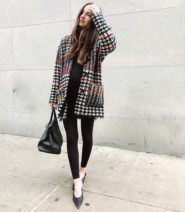 We're in love with this plaid sweater || 📸 : @somethingnavy