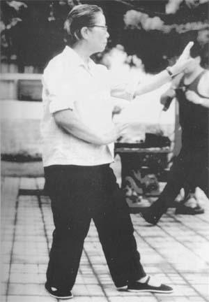 Sun Shurong practicing Santi