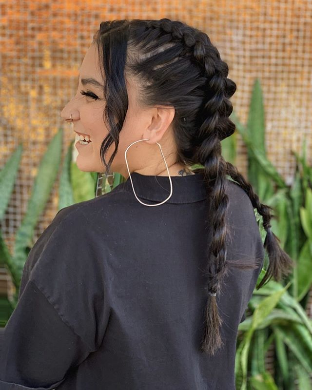 @rochelle_hair_ braided up our fellow #BeloBabe @hair.by.makena 🙌🏼 .  Such a fun and easy style to do when your feeling a little sassy 💁‍♀️ perfect for hot summer days 🌞 or if your hairs just dirty 🤷‍♀️ .  Also great #festivalhair 🎶🎡💃🏼