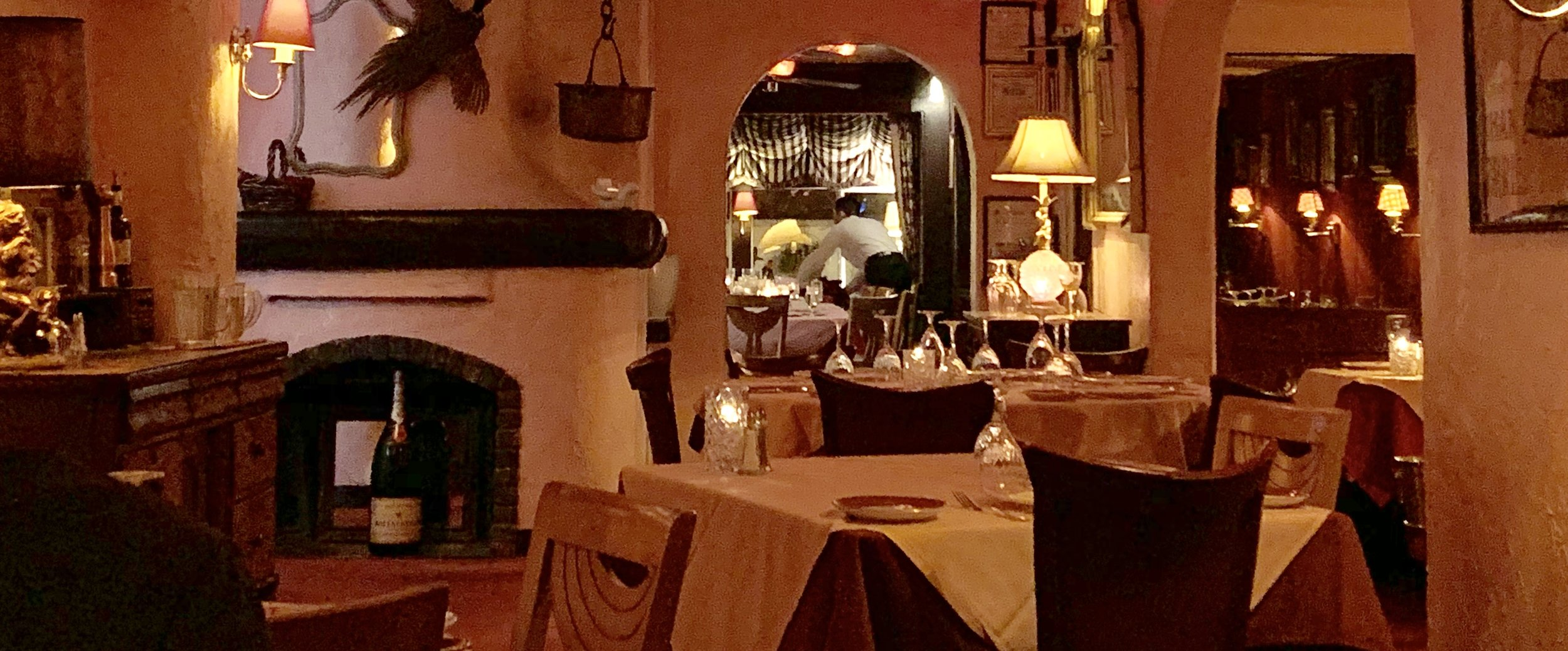 intimate cozy dining