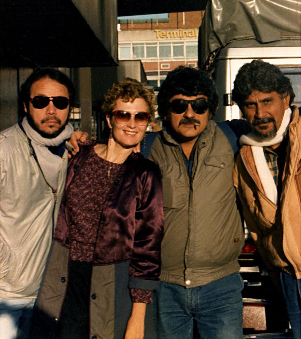 1986, with Azymuth at Heathrow Airport, London. Lembra daquele dinheirinho chatinho?  (Photo: Homero Pereira)