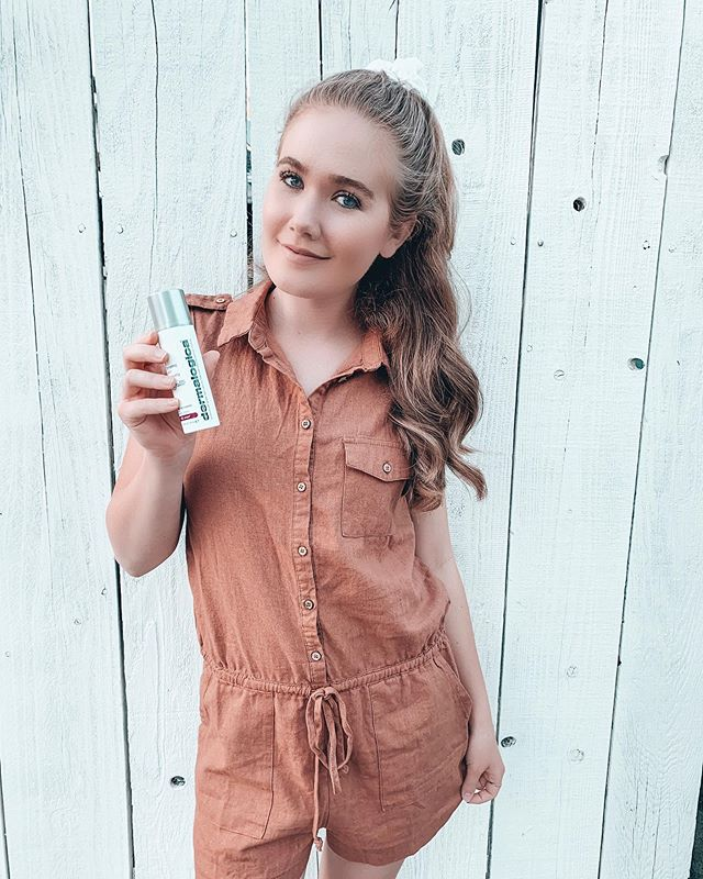 The sun is out and it's important to stay hydrated and protect yourself from the sun! @skinstore is creating awareness around #Skin Cancer. Protect your skin with @dermalogica dynamic skin recovery and @babobotanicals lip tint SPF 15 ✨ Link in my bio for products!  #sponsored