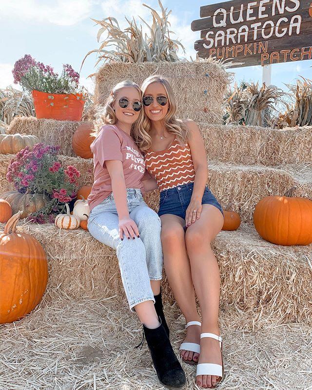 Pumpkin patchin' with my bestie 🎃