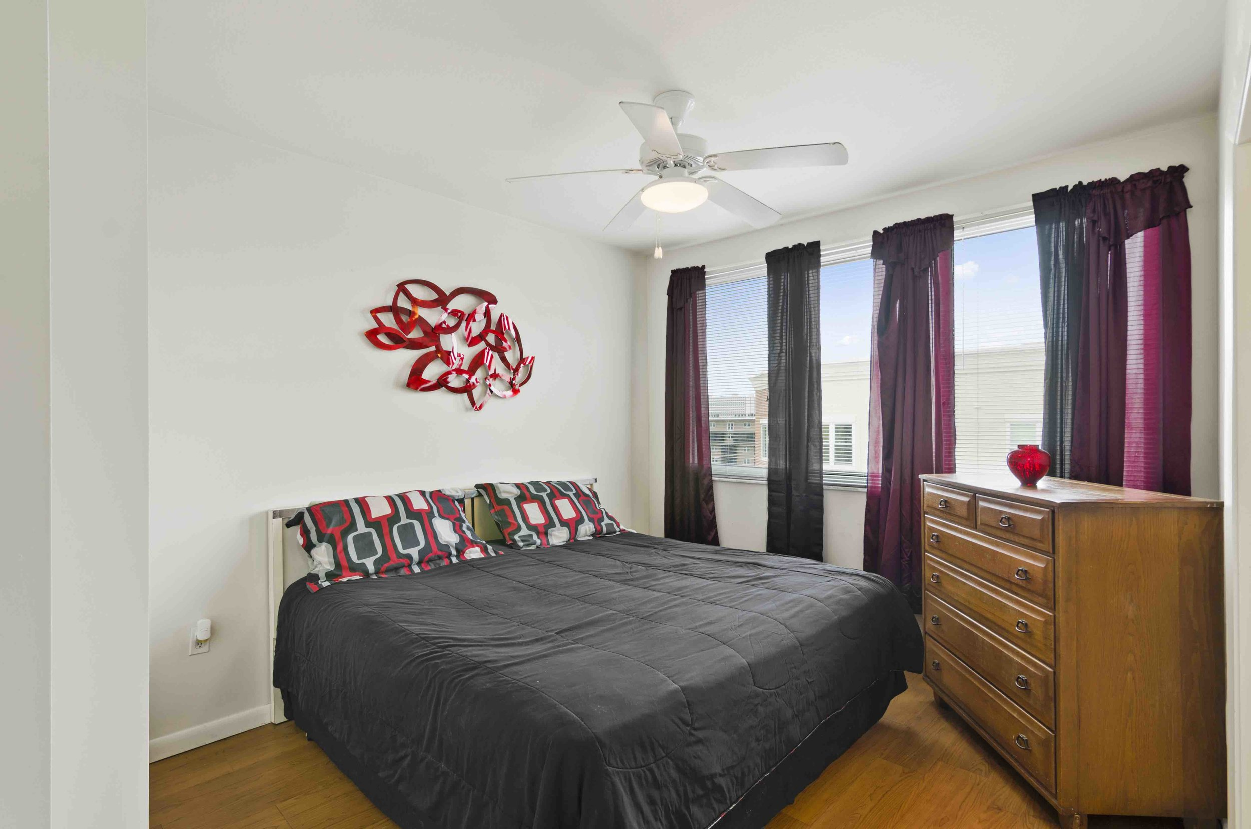 9 - Bedroom.jpg
