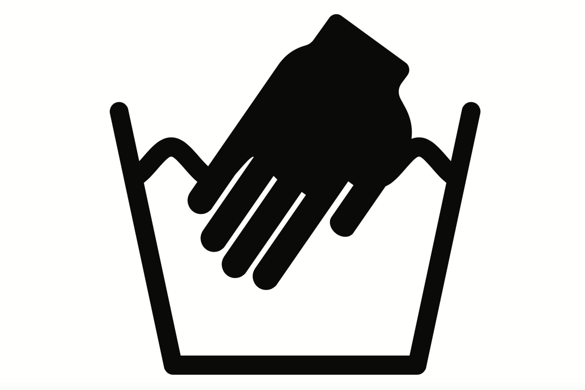Handwash - Vask i hånden er altid det sikreste. Uld kan tåle høj temperatur, men det tåler ikke varme- eller kuldeshock; altså hurtigt skift fra varmt til koldt vand (or vice versa). Chok-behandling vil få ulden til at filtre (men for meget sæbe og for meget bevægelse kan også spille ind). Heldigvis er vaskemaskinens uldprogram indrettet således, at den indtager vandet gradvist med gradvis opvarmning, så ulden ikke udsættes for chok.