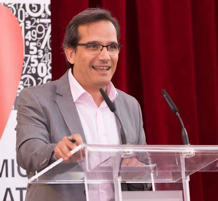 Augusto Cobos. Organizador del Torneo de Debate Económico de Bachillerato.