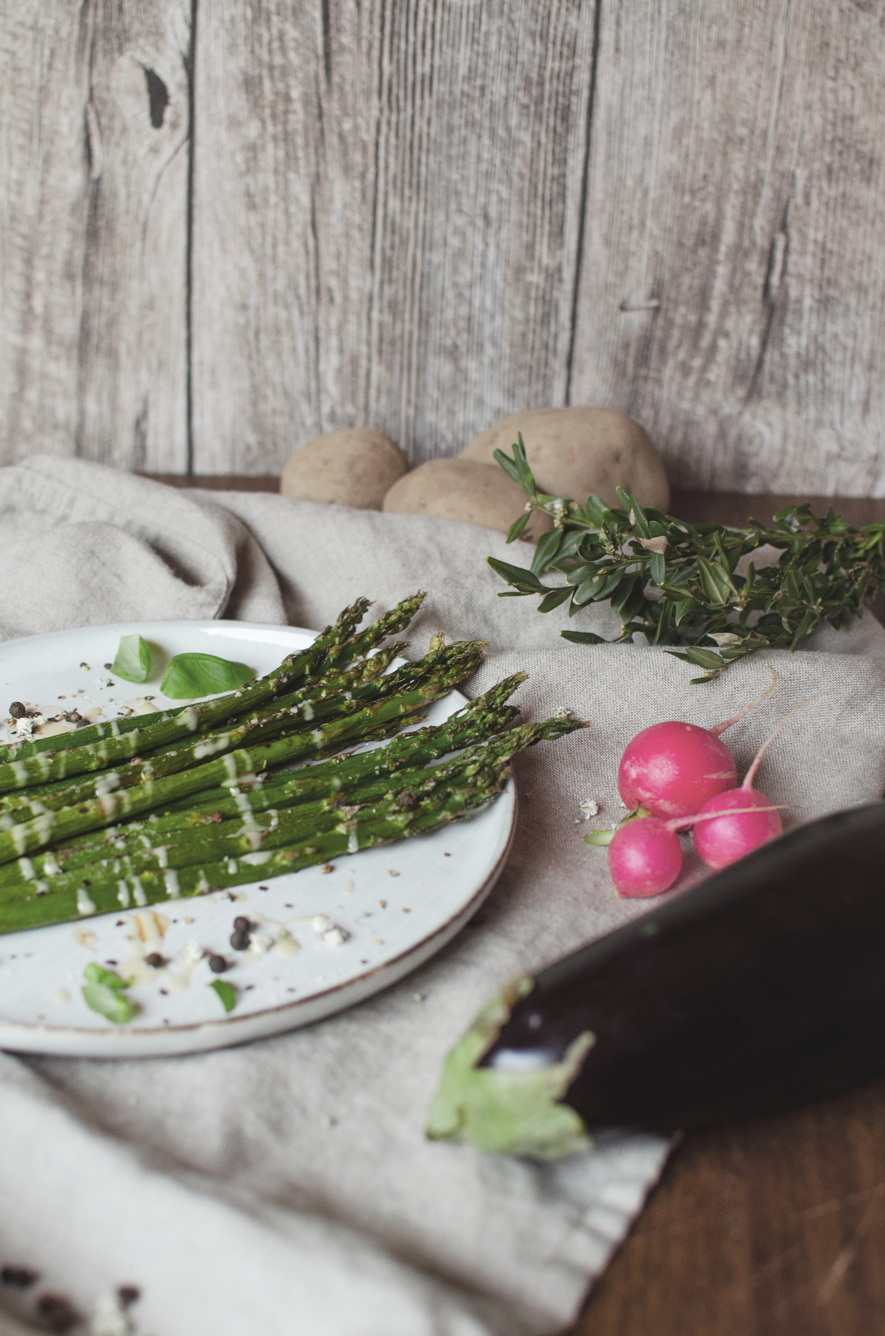 summer recipe green asparagus with almond butter