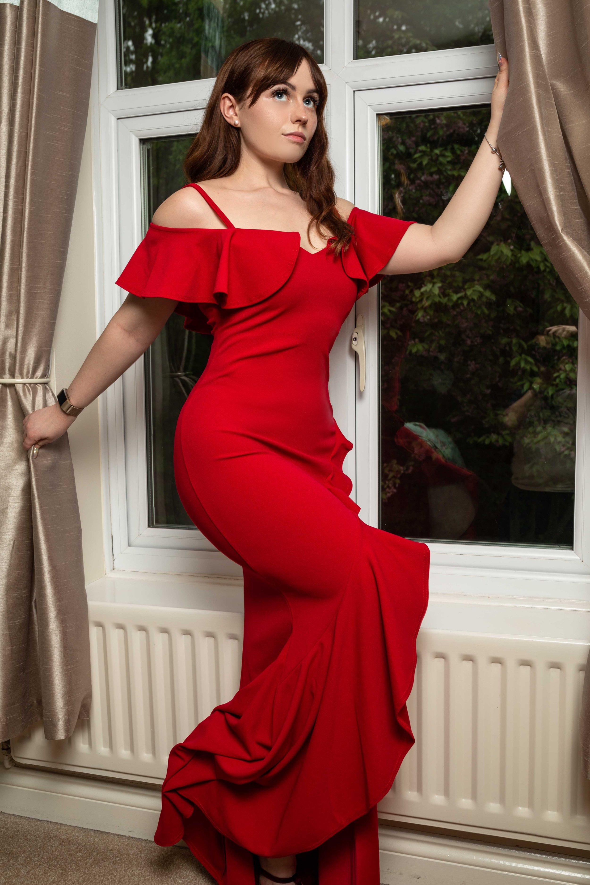 2. - QuizRed Cold Shoulder Frill Maxi Dress£54.99Feeling Fiery? This dress really pushes that red carpet glamour feel but is still comfortable! Again it's made from a material with loads of stretch and hugs all the right places. Also this split leg frill at the bottom of the dress gives me a flamenco feel and will look amazing peeking through the graduation robes!