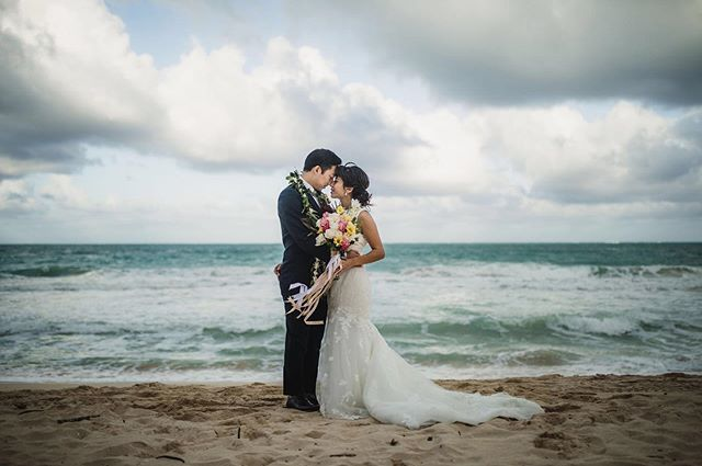 Hey lovers! We're looking for 3 couples to model for promotional materials (Oahu area) on October 1st, 2nd and 3rd. PM if you're interested in dressing fancy and getting beautiful photos! Or hey, if you're up for making it official and eloping, let's do that too 💕 Photo | @jamietaylorphotography