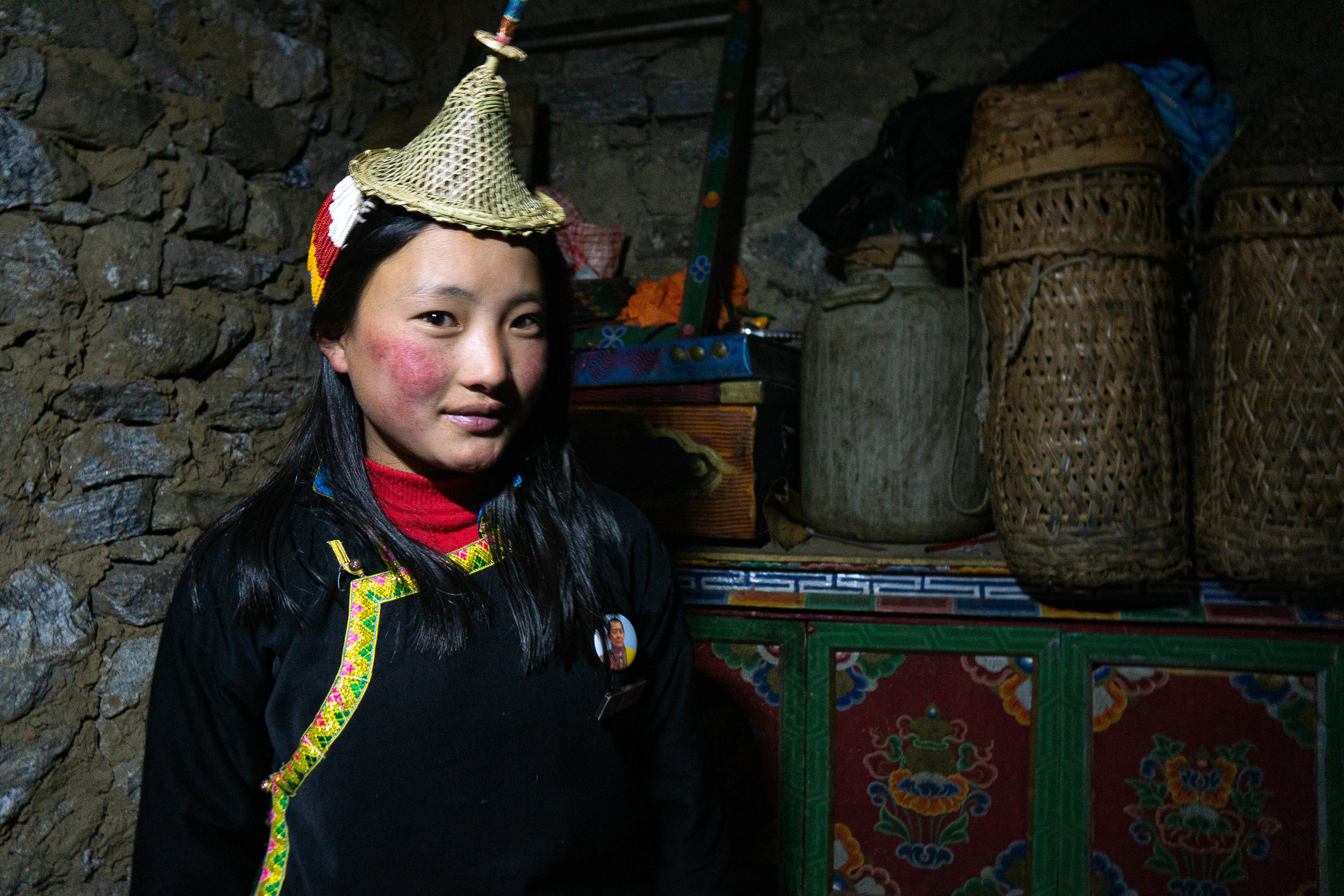 A Layap girl wearing the belo conical hat