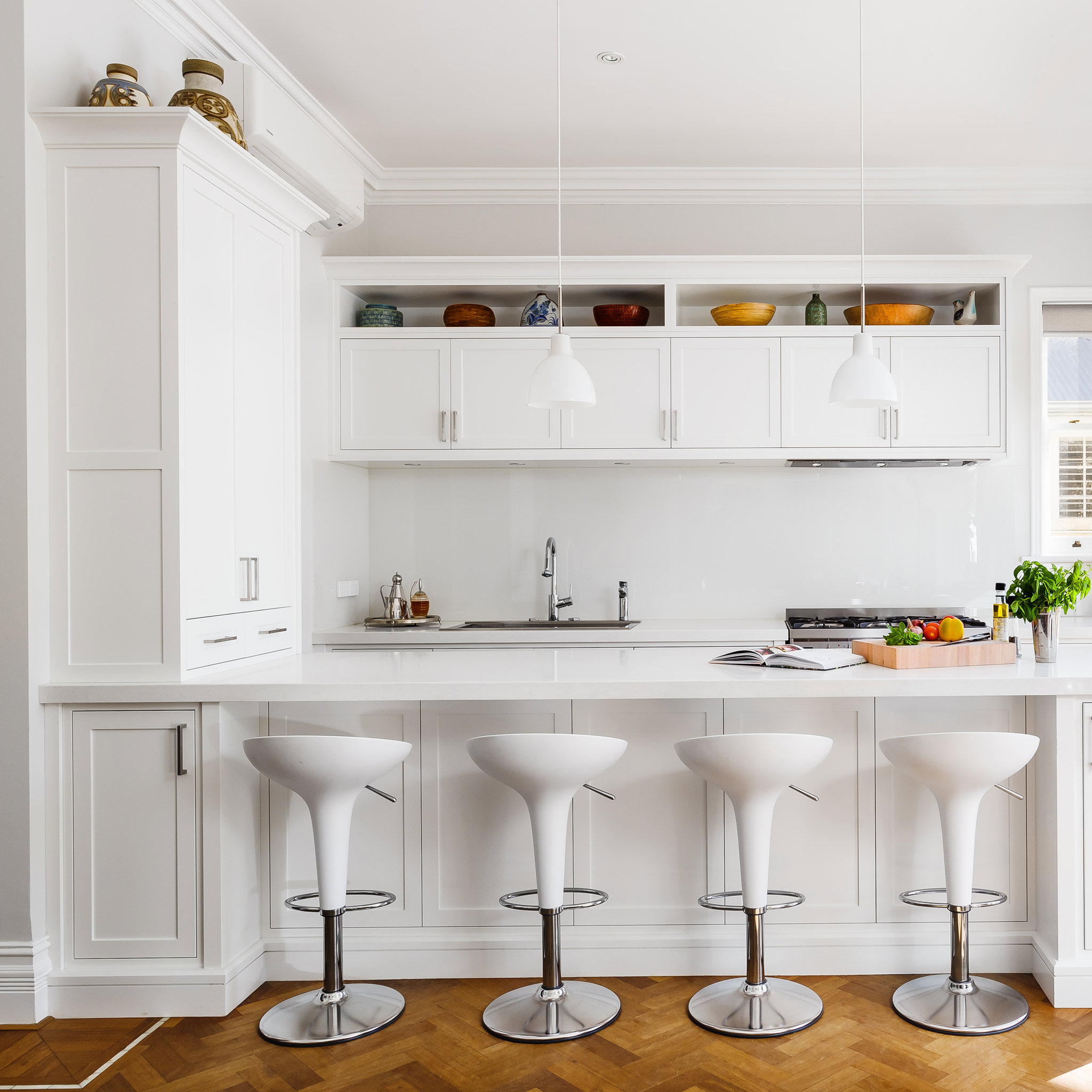 white-hamptons-kitchen-2.jpg