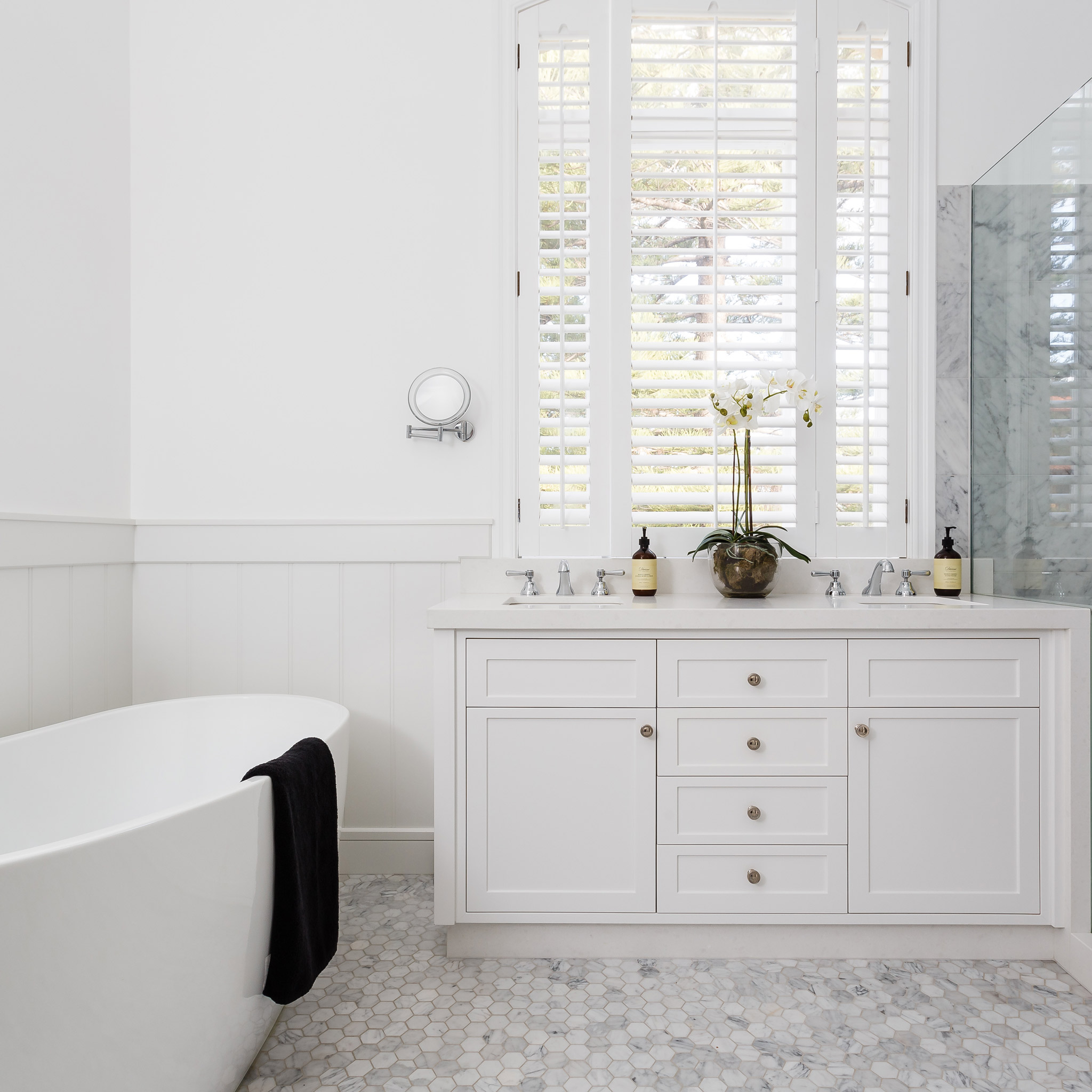 white-marble-hamptons-bathroom.jpg