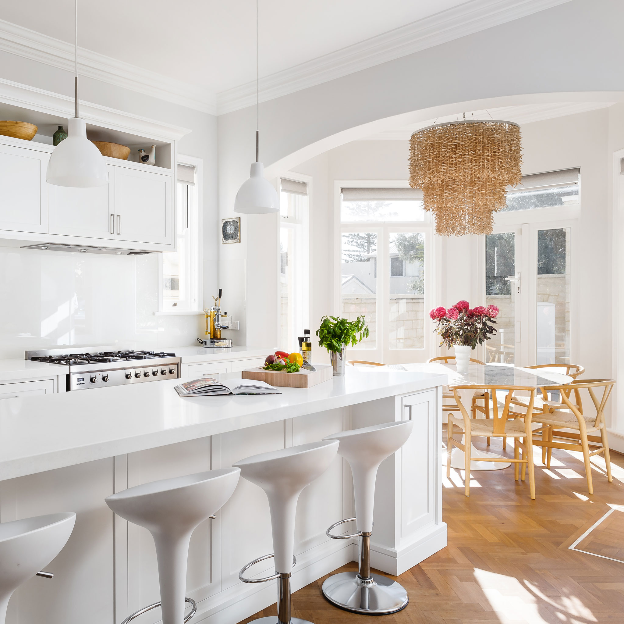 white-hamptons-kitchen.jpg