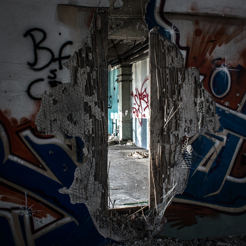 another-abandoned-building-7-of-19_7079499869_o.jpg
