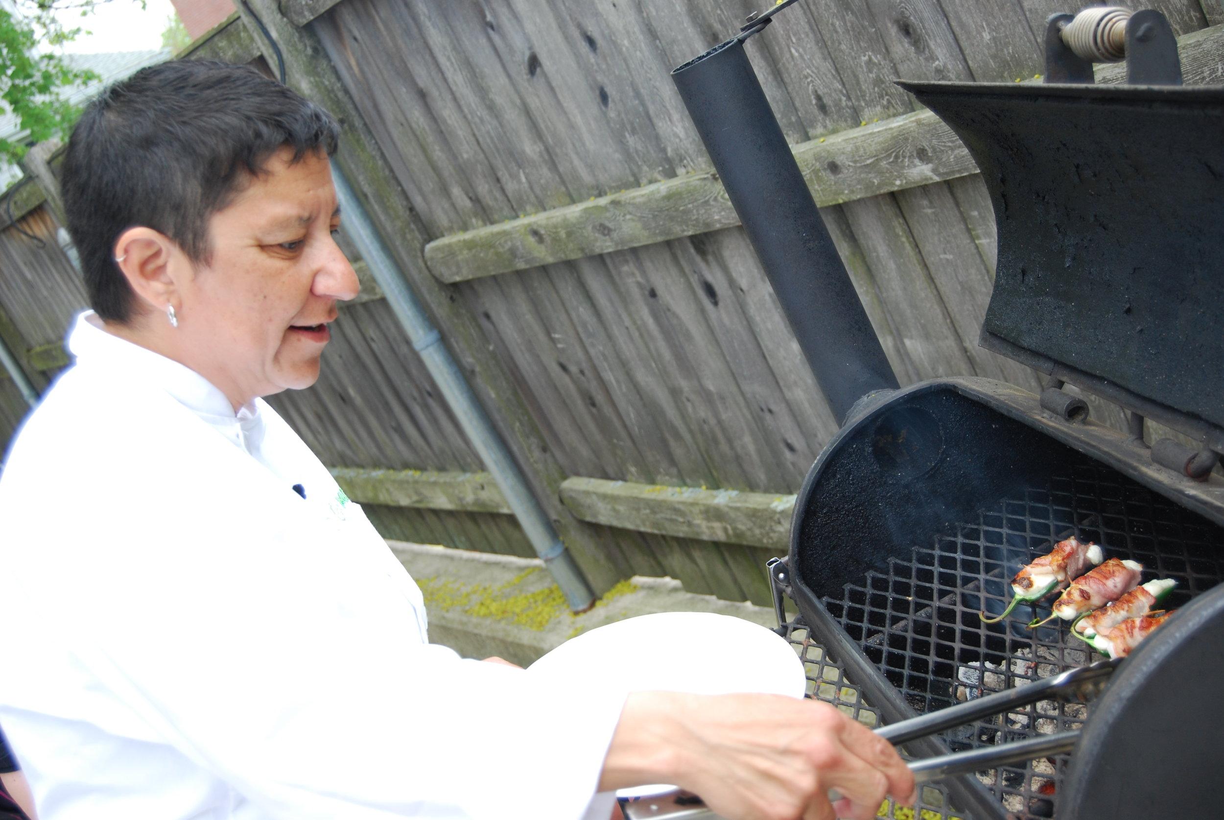 jalapeno_poppers_amanda_grilling.JPG