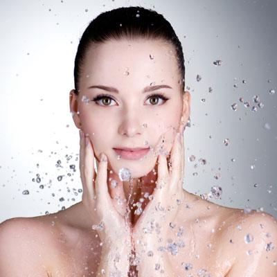 HydraFacial ™ - Da HydraFacial™ für jeden Hauttyp geeignet ist, erzielt es nicht nur hohe Effektivität in der Verbesserung der Hautgesundheit, sondern schafft ebenso exzellent Abhilfe bei Problemen der Haut
