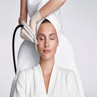 Reviderm - Ein strahlender Teint und feine Poren – das zeichnet eine schöne Haut aus. Mit den effizienten Peelings und Microdermabrasions-Behandlungen von REVIDERM erreichen wir sichtbare Resultate für höchste Ansprüche.