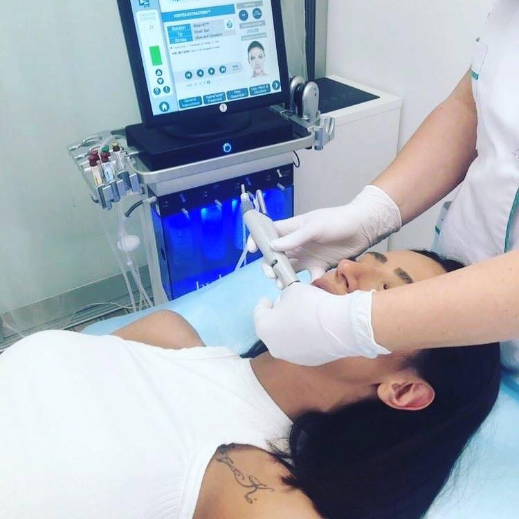 Hydrafacial-Akne-Behandlung-Frankfurt.jpg