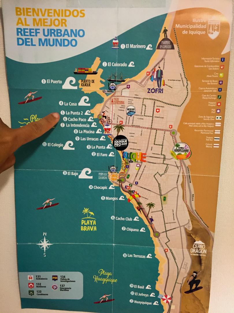 Mais de vinte ondas na cidade - onde aponto é Punta 2.