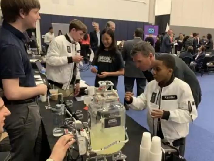robot-lemonade.png