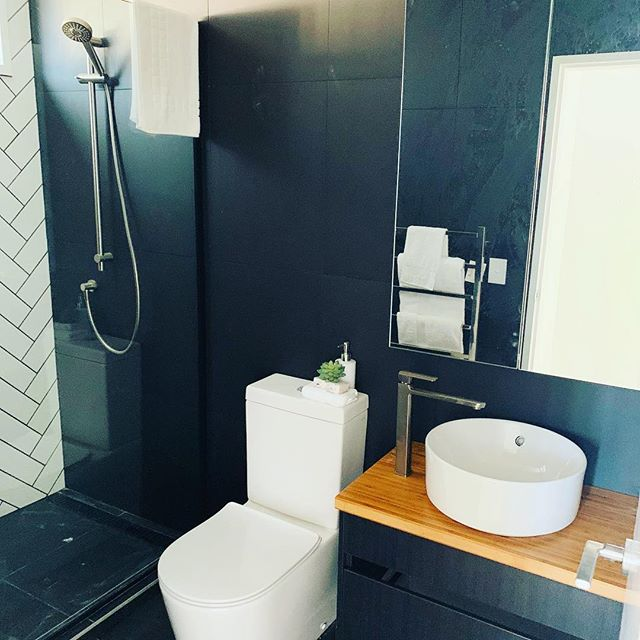 A new en-suite we have recently completed .nice and easy to use a small space practically.#bathroomdesign #plumbing #aucklanddeveloper #aucklandarchitecture #watercolor #shower #tapware