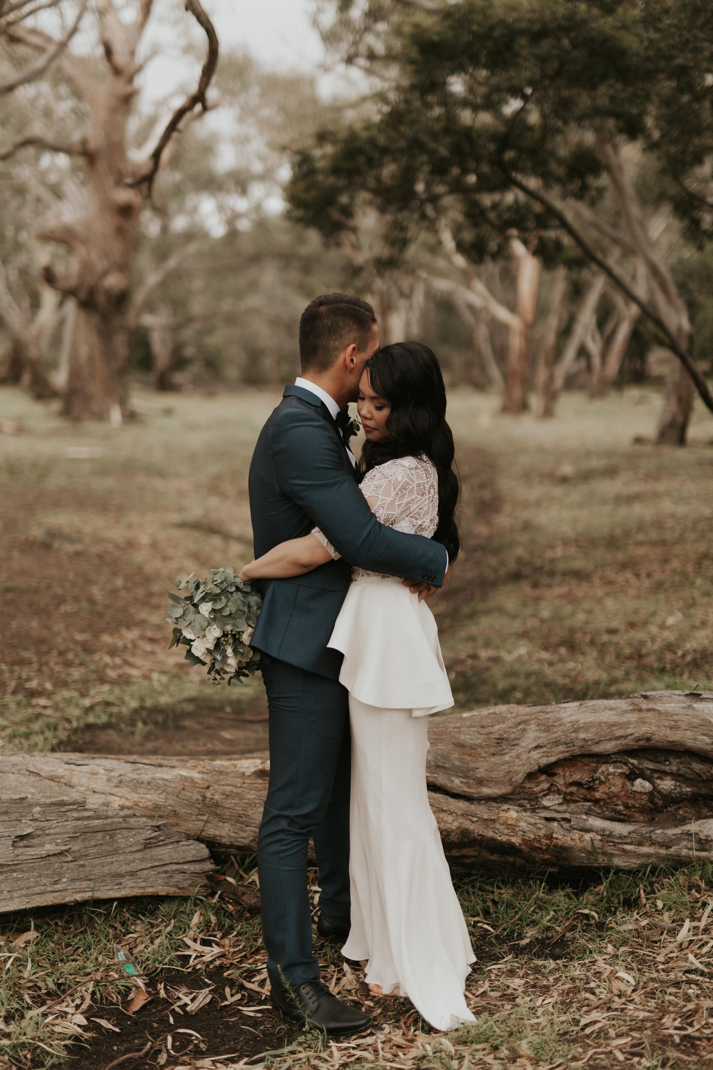 Melbourne-Fitzroy-Treasury-Gardens-wedding-EmotionsandMath-056.jpg
